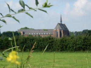 klooster-met-bloem_sarah-schendeler